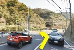 1.ハイランド入り口の交差点を左折します。