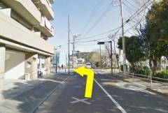 4.左折後のT字路を通り越して、次の信号のある交差点を左折してください。