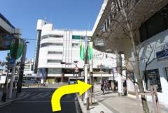 3.京急久里浜駅バスロータリー前の交差点から、右を向いてください。