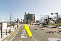 1.国道16号線から国道134号線に入り、京急久里浜駅方面へ向かってください。 JR久里浜駅前の交差点を直進します。