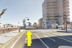2.久里浜4丁目の交差点を直進します。