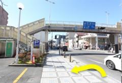 5.久里浜郵便局を通り過ぎると、すぐに駐車場入り口になります。