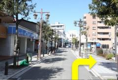 8.ローソン向かいの駐車場が当院の提携駐車場です。クルマを停めて、徒歩でお越しください。