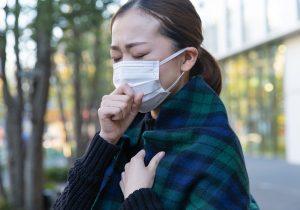 咳き込む女性のイメージ